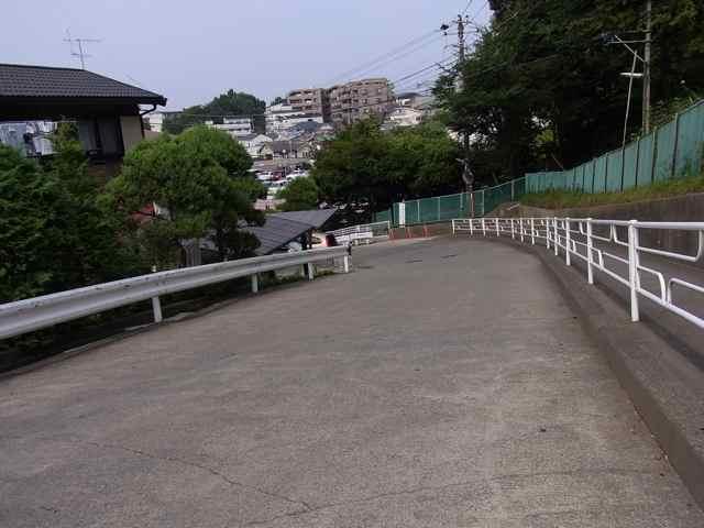 お墓へのエントリー坂2.jpg