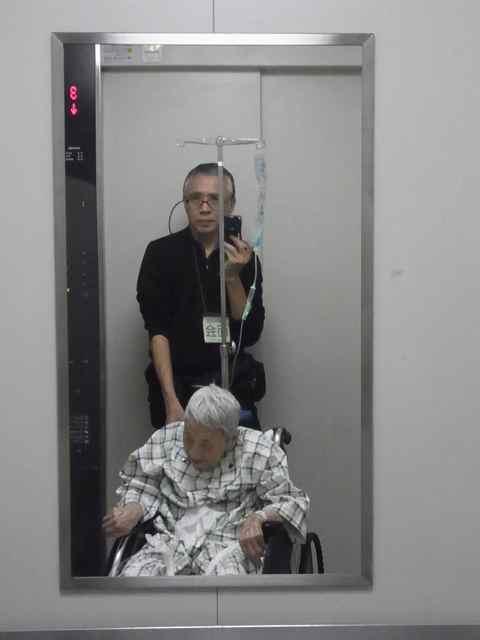 エレベーターで.jpg