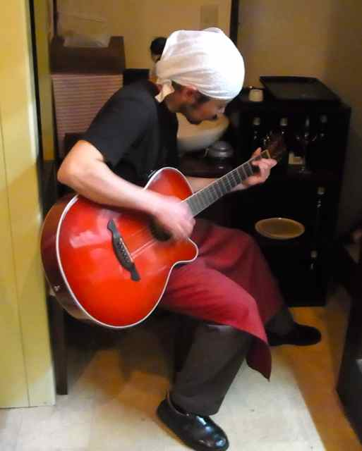 ギターも披露してくださり、.jpg