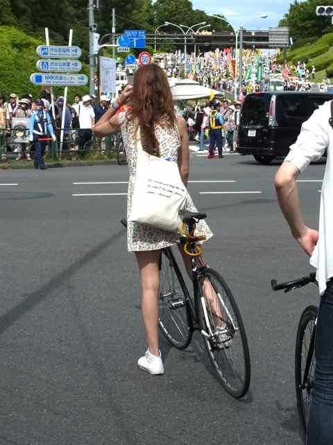 デモと、おねいさん.jpg