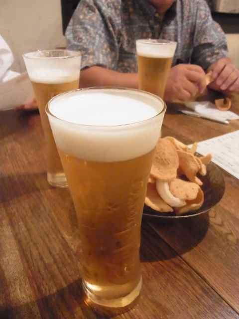 ビールと、海老チップ.jpg