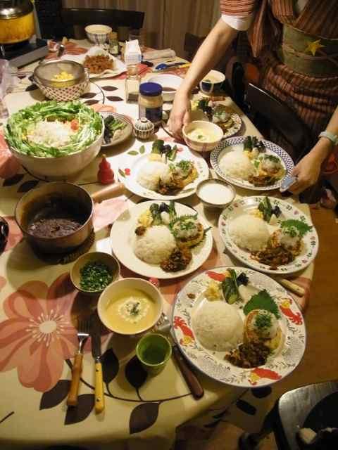 三女小リスは配膳その他をサポート。.jpg