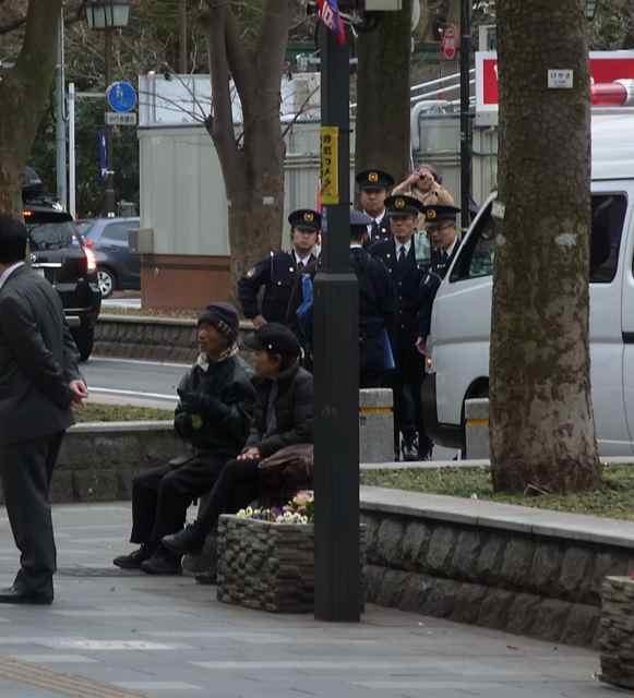 交通整理の警察官も来た。.jpg