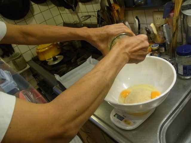 全卵に砂糖を加えちゃって、.jpg