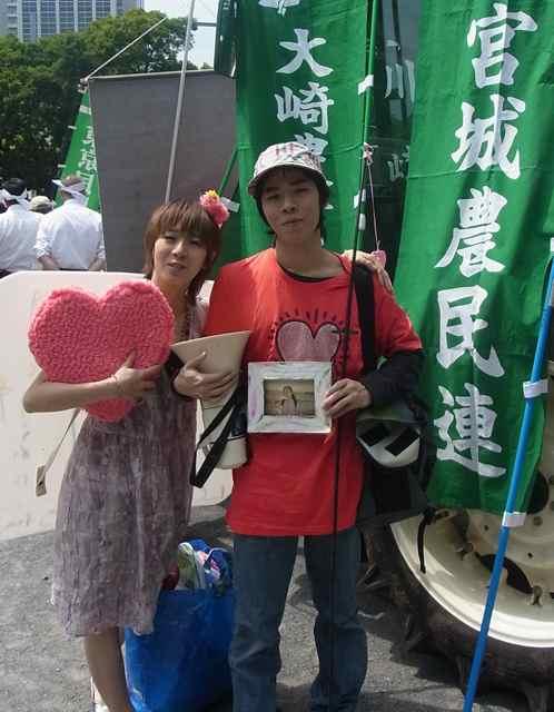 宮城農民連の旗とトラクターと子リスと母リスの写真と.jpg