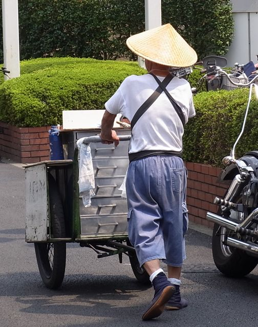 川島屋豆腐のご主人.jpg