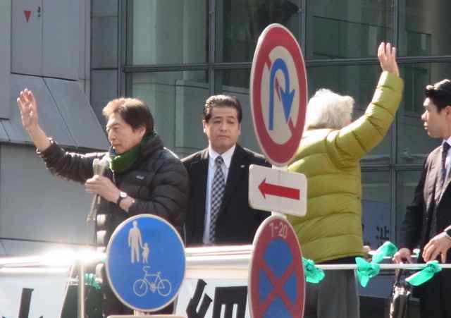 手を振る、元総理大臣経験者二人。.jpg