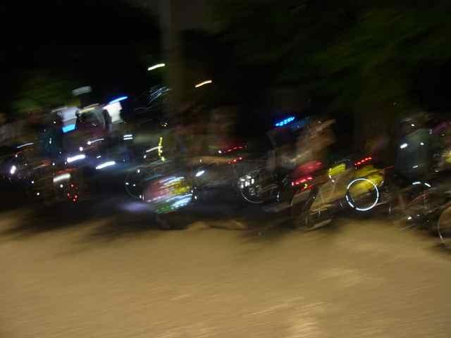 数えきれないほどの、バイクたち。.jpg