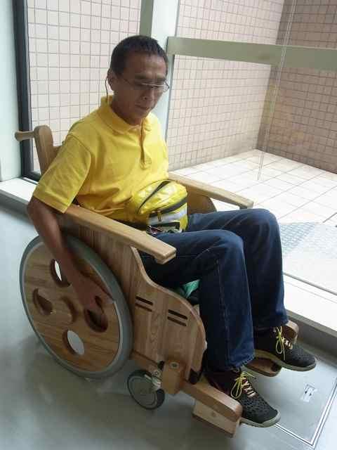 木製車椅子.jpg