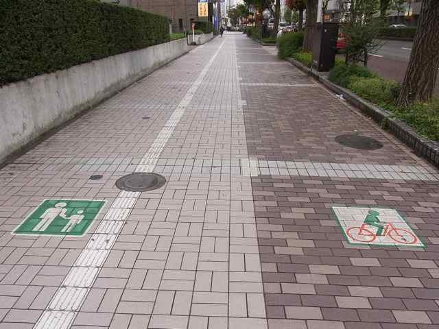自転車道路と、歩道.jpg