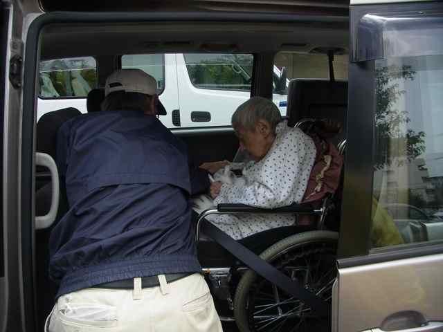 車椅子専用車に乗って。.jpg