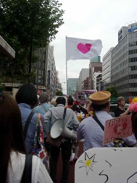 LOVEデモ中2.jpg