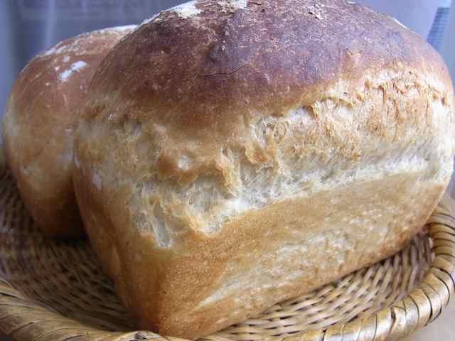 100829女将のパン.jpg