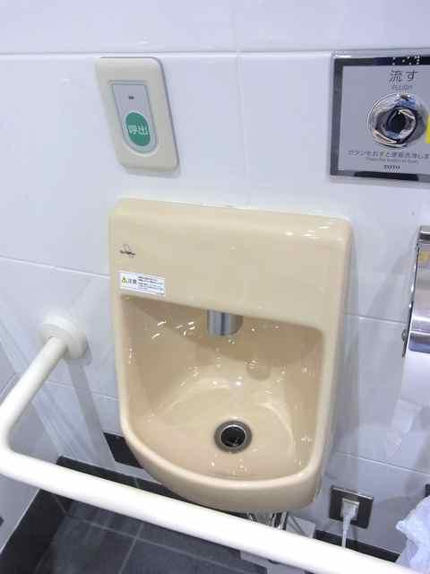 永福町駅のトイレ左手の手洗い.jpg