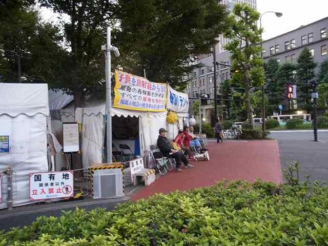経産省テント村.jpg
